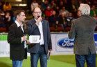 Moderator Karsten Kolliski im Germens Hemd Paradies und CFC-Stadionsprecher Olaf Kadner, 2016