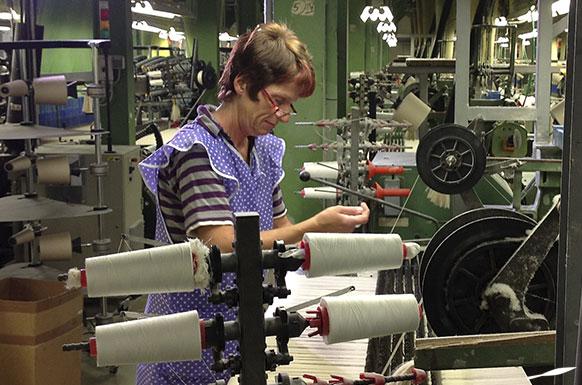 GERMENS Stoffe aus ägyptischer Baumwolle werden in Sachsen jacquardgewebt