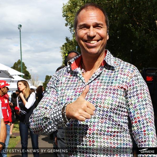 """Moderator Kai Ebel trägt das GERMENS Hemd """"Sojourner"""" zum Formel 1-Auftakt am 16.03.2014 in Melbourne, Australien."""